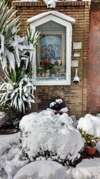 Unsere Metro Madonna, hält dem Schnee stand.