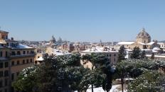 Blick vom kapitolinischen Hügel auf die weiße Stadt.